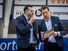 Coach Yoast United weggestuurd in heetst van de strijd: 'Mag natuurlijk niet gebeuren'