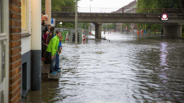 Ook in het Nederlandse Arnhem hadden inwoners met wateroverlast te kampen Beeld ANP