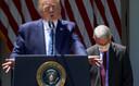 De Amerikaanse president Donald Trump tijdens de persconferentie waarop werd aangekondigd dat zijn land miljarden gaat investeren in een coronavaccin.