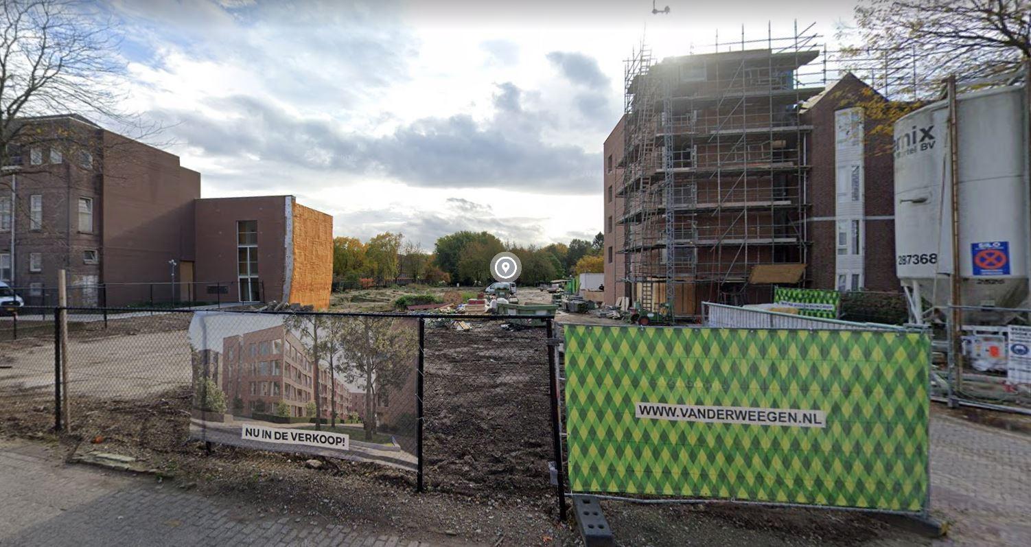 Op deze plek in de Kloosterstraat komen twee woonblokken met luxere appartementen.