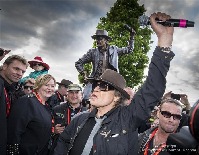 Udo Lindenberg tijdens de onthulling van zijn standbeeld op de Herman Ehlerstrasse (2015)