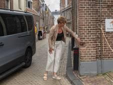 Bewoners en ondernemers in smalle Brouwerstraat in Blokzijl houden hart vast bij start toeristenseizoen