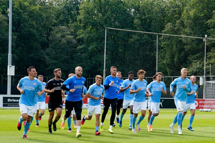 Vrijdag speelt PSV een oefenduel (tegen UNA) en daarbij zal TOTO al debuteren als sponsor op de mouw van het shirt.
