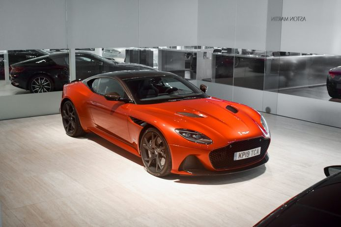 Aston Martin DBS Volante van Max Verstappen.