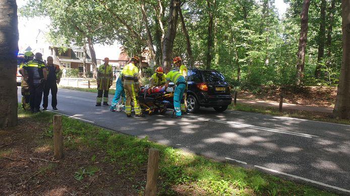 De bestuurster van de voorste auto is met nekletsel naar het ziekenhuis in Nijmegen overgebracht.