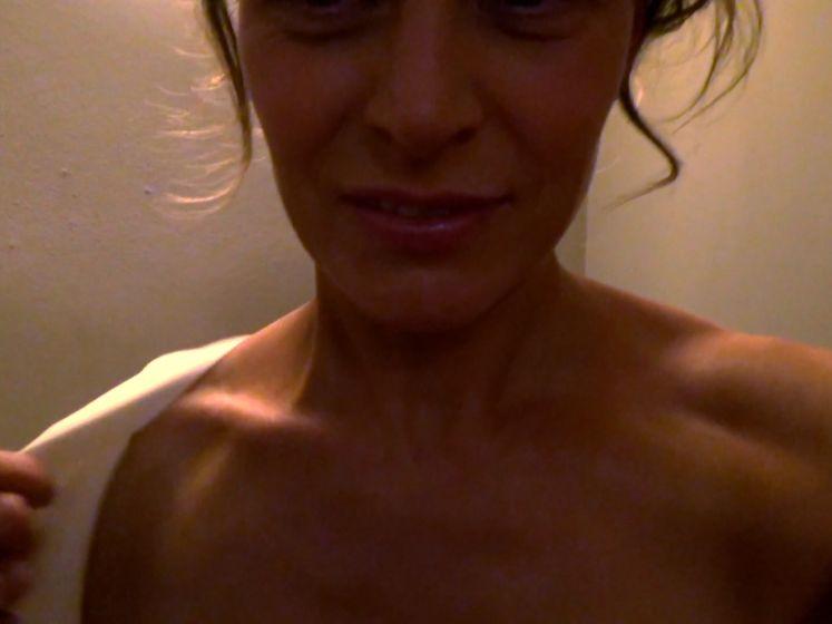 """Dina Tersago gaat uit de kleren in 'Ze Zeggen Dat': """"Ik heb me net getoond aan iedereen. Oh my God!"""""""