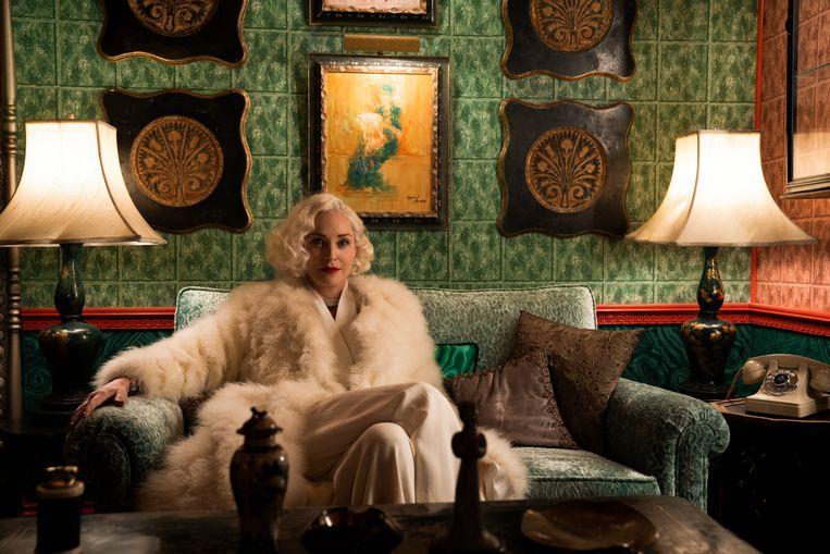 Sharon Stones personage duikt op in de derde aflevering van 'Ratched'. Beeld SAEED ADYANI/NETFLIX