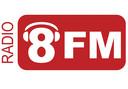 Het logo van Radio 8FM.