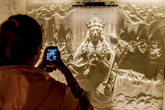 Brugge 09/04/2019, opening sculptuurmuseum in de maria straat te Brugge. Een museum waar de Vlaamse primitieven in plaaster nagemaakt werden waardoor je deze in relief kunt zien. Door uitbater Alexander Deman bekend van de ijs en zandsculpturen.  (picture by Florian Van Eenoo/photonews)