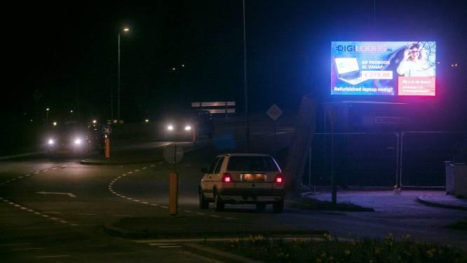 Fel schijnend giga reclamescherm in Rosmalen zorgt voor 'hinder voor verkeer en dieren'