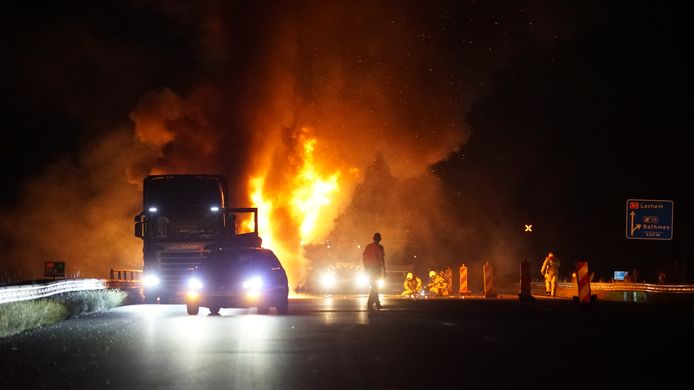 Vuurzee op de A1 tussen Deventer en Hengelo.