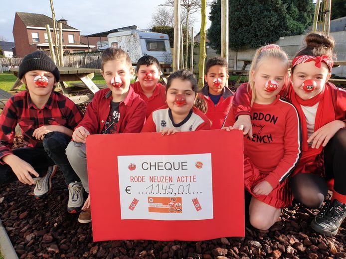 De leerlingen kwamen in rode kledij  en met een rode neus op naar school.
