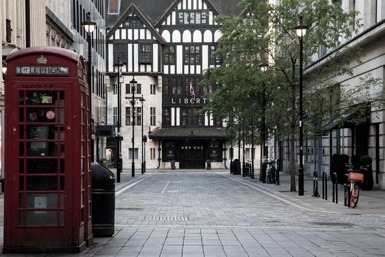 Het centrum van Londen is weer uitgestorven nu een nieuw hard lockdownregime is ingesteld om de verspreiding van het gemuteerde virus in te dammen.  Beeld Brunopress