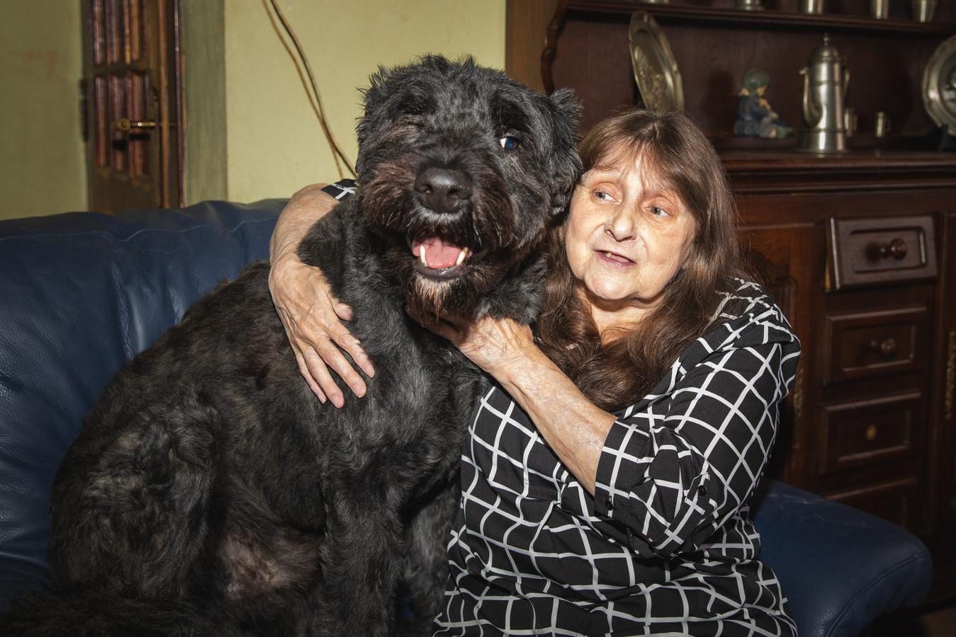 Iris Vereecke met haar hond Rocky.