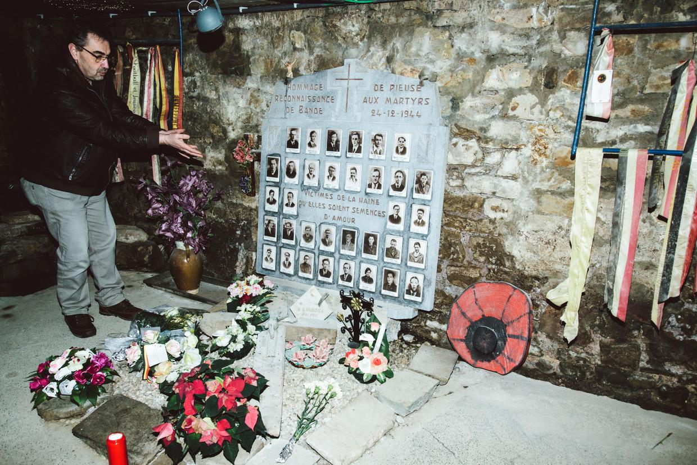Marc Lapraille bij het monument voor de slachtoffers in Bande.  Beeld Francis Vanhee