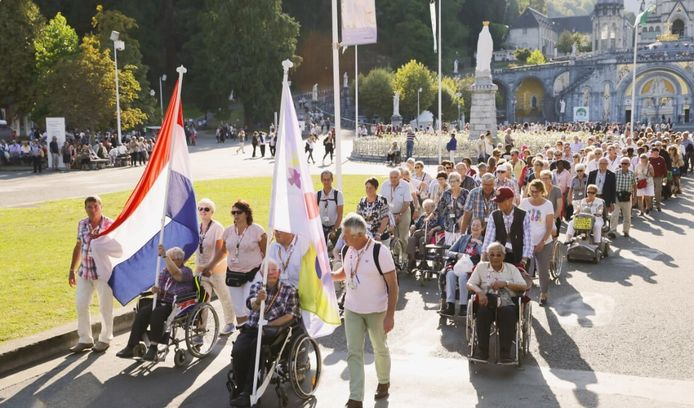Nederlandse pelgrims in de Franse bedevaartplaats Lourdes