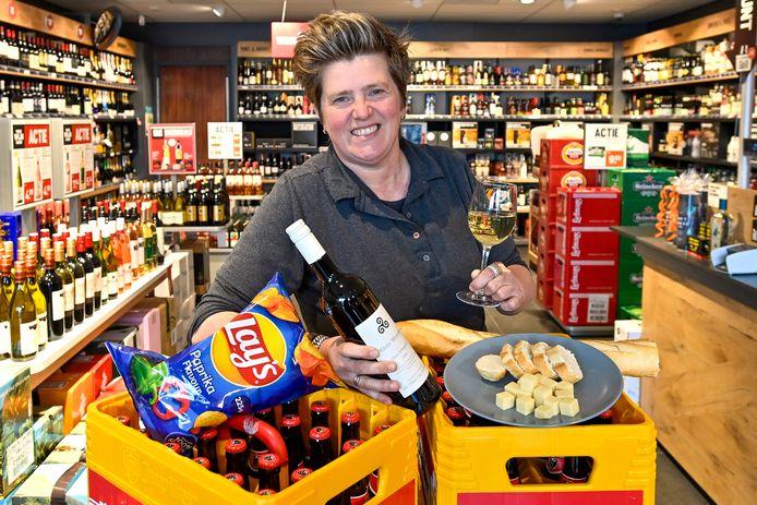 Liesbeth Clarijs - Oomen Oomen vindt 'eten, drinken en gezelligheid' het belangrijkste bij het songfestival.