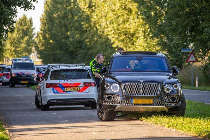 Bentley aangetroffen op Vinkenkade in Vinkeveen. Er is verwarring of deze Bentley nu wel of niet van Ali B. is