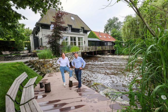 De Dommel stroomt onder de Volmolen van bewoners Marjo van de Sanden en Martin Hermans door.