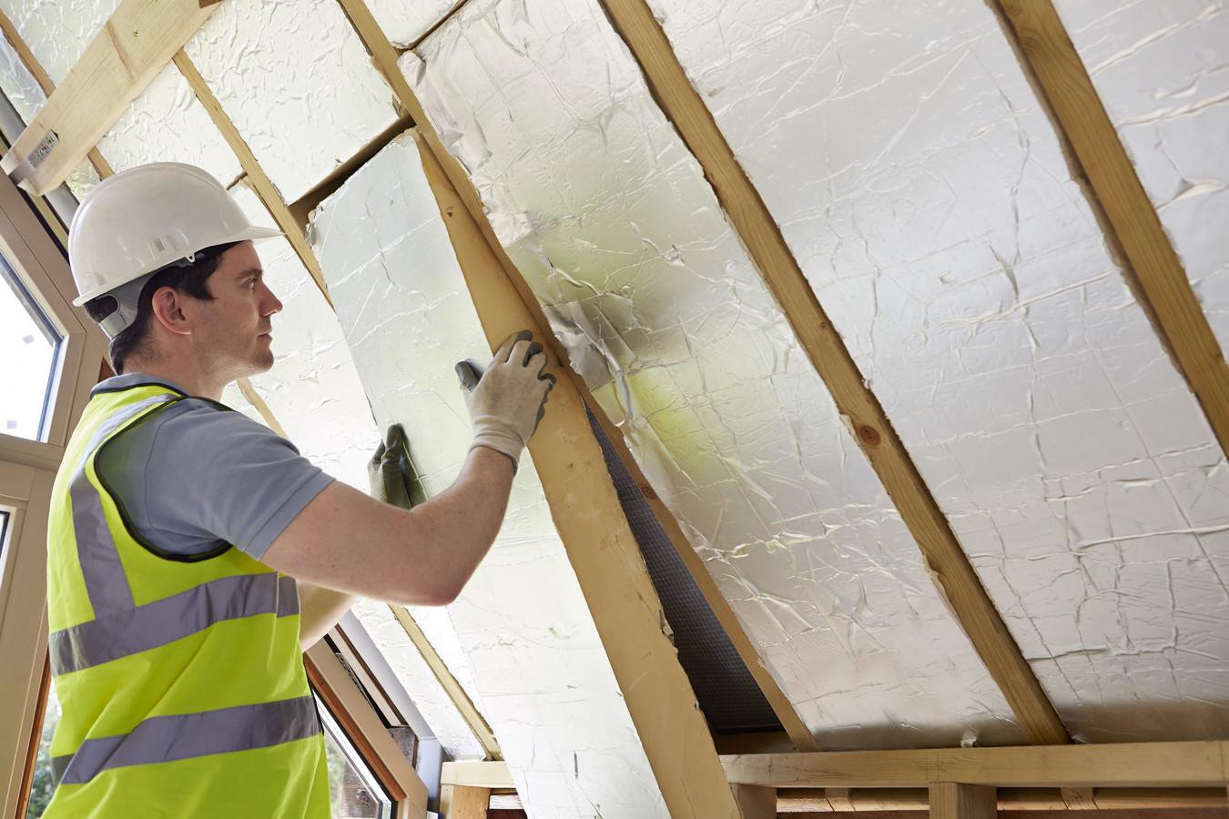 Verduurzamen van het huis door betere isolatie kan met diverse subsidies.