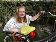 Dit is het cadeautje van stadsdichter Yvette aan Schiedam: fietsen met poëzie onder je kont