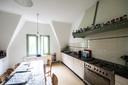 Een van de twee gezamenlijke keukens in Wilhelminasingel 40, het mooiste huis van Nijmegen.