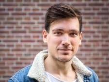 Lucas van het Jeugdjournaal presenteert open dag van zijn oude school: 'Denk er wel eens aan om onderwijs in te gaan'