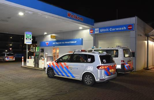 Politie bij het tankstation aan de Hatertseweg in Nijmegen na een overval eind vorig jaar.