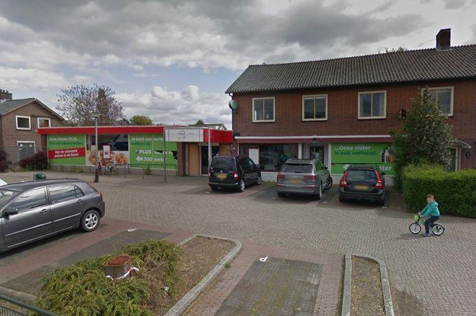 Op de hoek van de Hoofdstraat en de Schenkhofstraat in Kesteren moeten appartementen en een extra winkelruimte verrijzen.