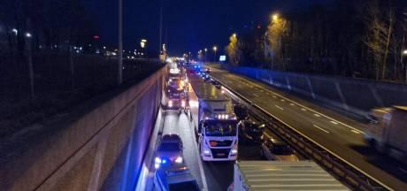 A1 bij Hengelo in de richting van Almelo afgesloten door ongeval