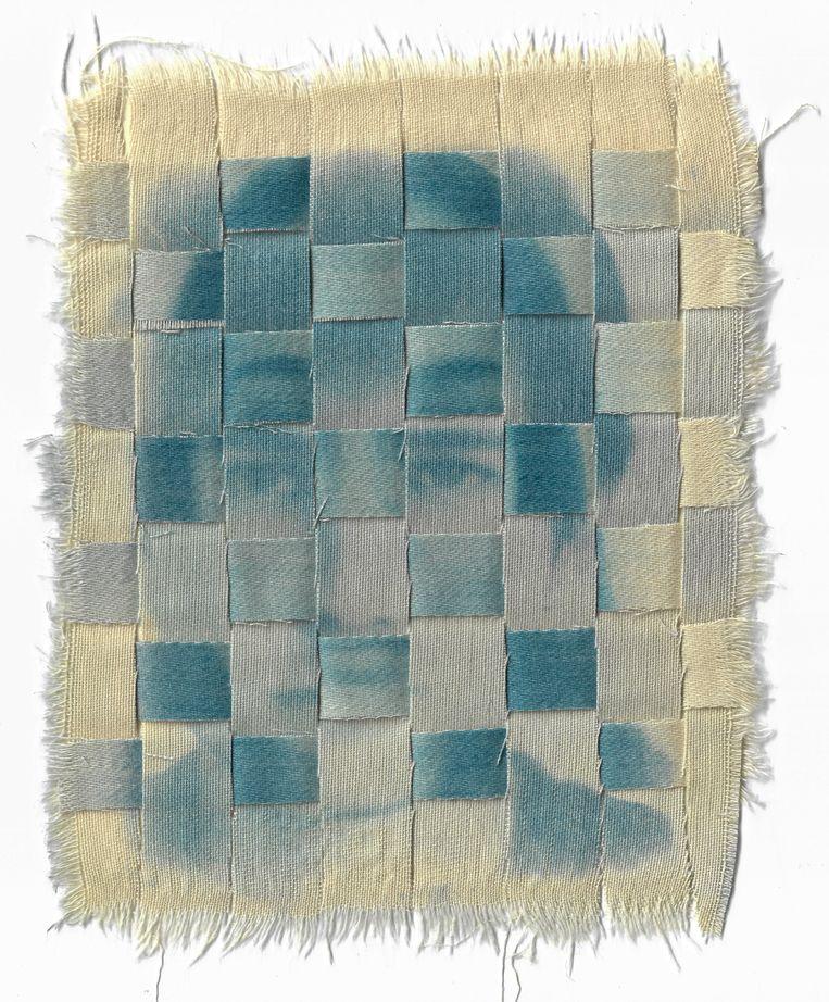 Met het gebruik van deepfakes probeerde Connie Stewart visuele anonimiteit te bereiken. De beelden werden afgedrukt op borduurwerk.  Beeld Connie Stewart