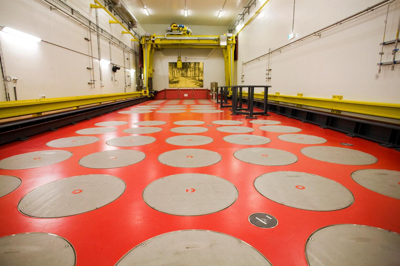 De Centrale Opslag van Radioactief Afval (Covra) in Nieuwdorp. Onder de grijze deksels wordt hoog radioactief afval van Nederlandse nucleaire kernreactoren bewaard, verpakt in glas en beton.