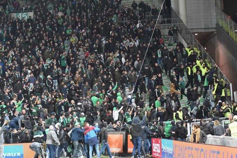Envahissement du terrain par les supporters - crs  (saint etienne)   FOOTBALL : Saint Etienne vs Lyon - Ligue 1 Conforama - 05/11/2017 © PanoramiC / PHOTO NEWS PICTURES NOT INCLUDED IN THE CONTRACTS  ! only BELGIUM !