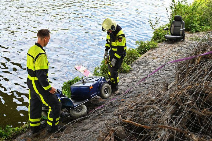 Man belandt met scootmobiel in het water in Breda, passanten schieten te hulp