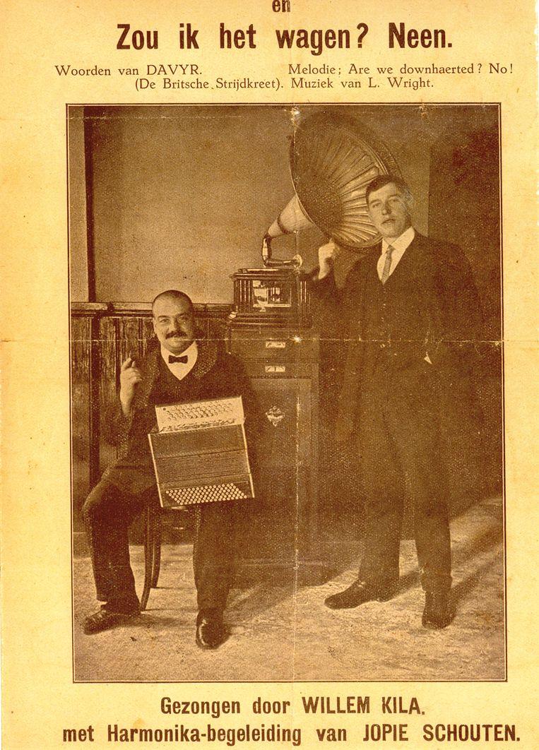Zanger Willem Kila met accordeonist Jopie Schouten, omstreeks 1919. Beeld