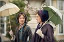Tamsin Greig als Anne Trenchard en Harriet Walter als Lady Brockenhurst in 'Belgravia'.