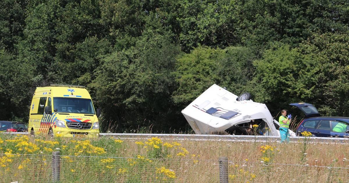 Vertraging op A1 bij Oldenzaal door ongeluk met caravan.