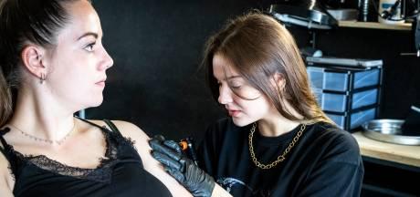 De tattoo-droom van Lois (20) komt eindelijk uit; 'Mijn kunst op lichaam van iemand anders'