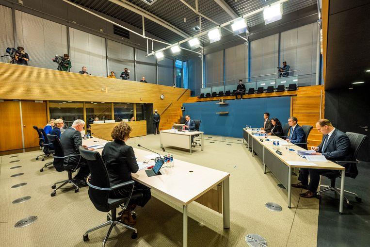Voormalig directeur-generaal van de Belastingdienst, Peter Veld, en oud-directeur van Toeslagen, Gerard Blankestijn zijn woensdag verhoord door de Parlementaire ondervragingscommissie Kinderopvangtoeslag.  Beeld www.tweedekamer.nl/pok