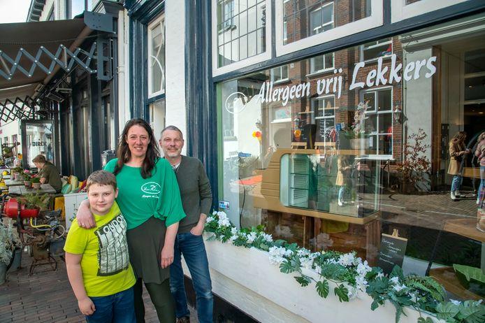 Klein Azoren is een nieuwe cateringservice in Harderwijk voor tarwe- en glutenvrije, koolhydraatarme en keto-maaltijden. Drijvende kracht zijn Angelique en Eelco de Vries, en hun zoon Daniël.