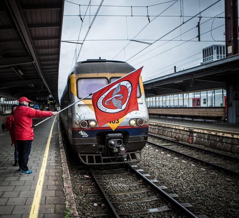 Actievoerders van de socialistische vakbond CGSP-ACOD Spoor. Beeld Jan Aelberts