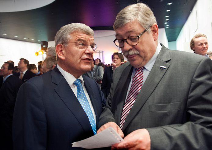De uitslagenavond van de Provinciale Statenverkiezingen vier jaar geleden:  onderonsje tussen de Utrechtse burgemeester Jan van Zanen en Commissaris van de Koning Willibrord van Beek.