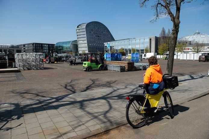 Op het Chasséveld wordt het festivalterrein al opgebouwd.
