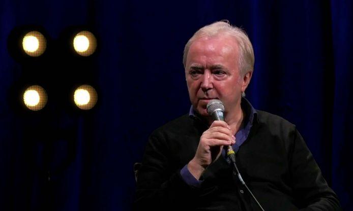 Herman Schueremans op het podium van het Depot in Leuven tijdens een online panelgesprek in het kader van de Belgische Week van de Muziek.