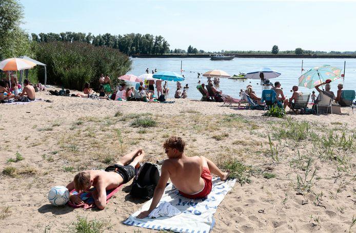 Het strandje langs de Rivierdijk in Hardinxveld-Giessendam.