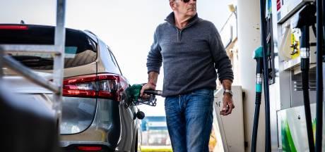Waarom de benzineprijs gelijk blijft terwijl de olieprijs daalt