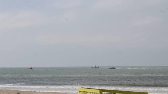 Grootschalige zoekactie op Noordzee naar ronddobberende vluchteling met reddingsvest en plastic flessen