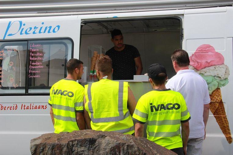 IJsjeskar Pierino stopt vandaag aan de gebouwen van Ivago