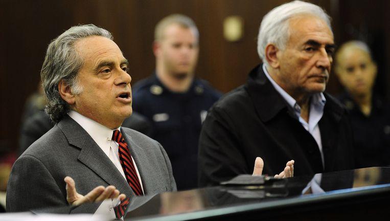 Dominique Strauss-Kahn (R) met zijn advocaat Benjamin Brafman in de rechtbank in New York. Foto Beeld ap
