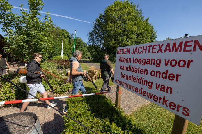 Praktijkexamens op de schietbaan bij Dorhout Mees bij Biddinghuizen.